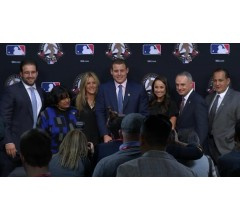 Image for Anthony Rizzo Receives Roberto Clemente Award
