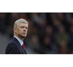 Image for Arsenal coach Arsene Wenger blames referees for loss to Stoke City
